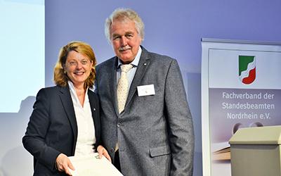 Silberne Ehrennadel für Sandra Spahn
