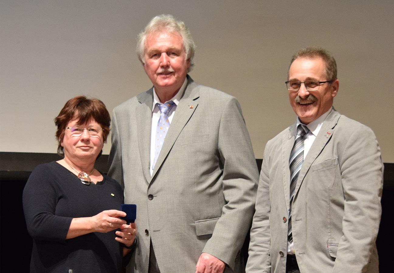 Goldene Ehrennadel für Klaus Holub