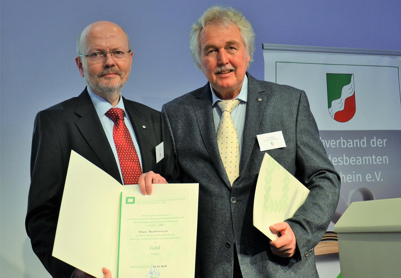 Klaus Bachtenkirch bekommt Goldenen Ehrennadel